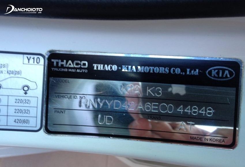 Số VIN in trong nhãn dán ở bệ cửa xe