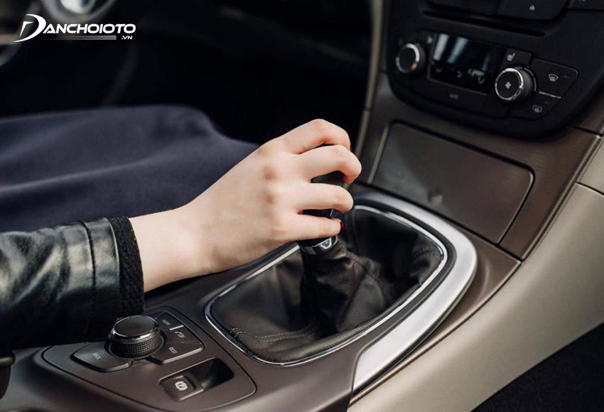 Sử dụng chế độ số tay trên xe số tự động mang đến cảm giác lái thể thao hơn