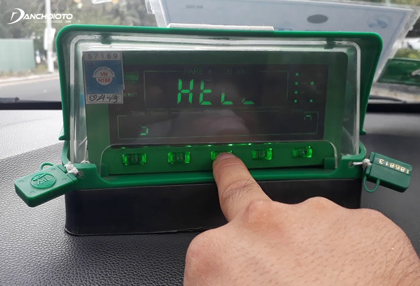Taplo xe taxi thường phải gắn đồng hồ nên sẽ dễ để lại dấu vết