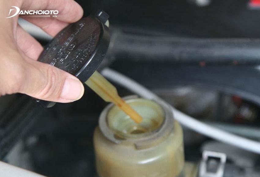 Thiếu dầu trợ lực lái ô tô là một trong những vấn đề thường gặp