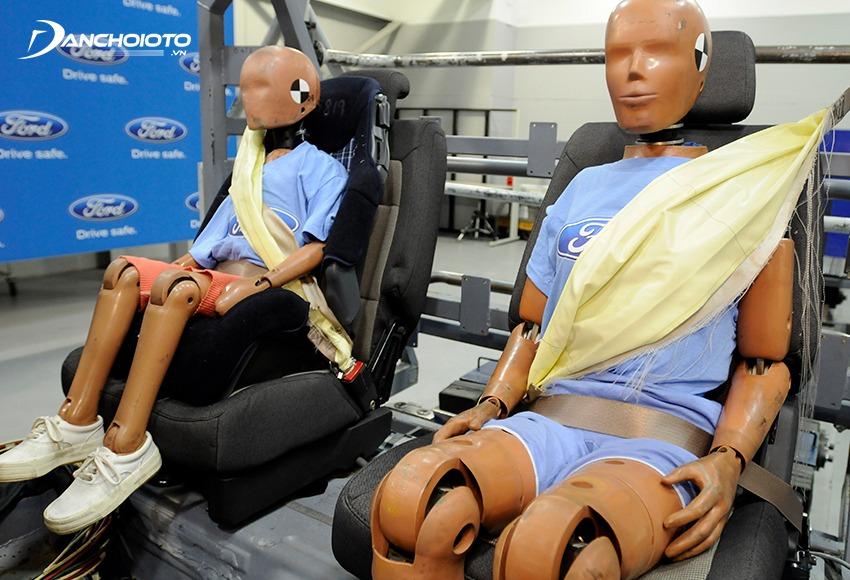 Túi khí trên dây đai an toàn giúp bảo vệ phần ngực người ngồi