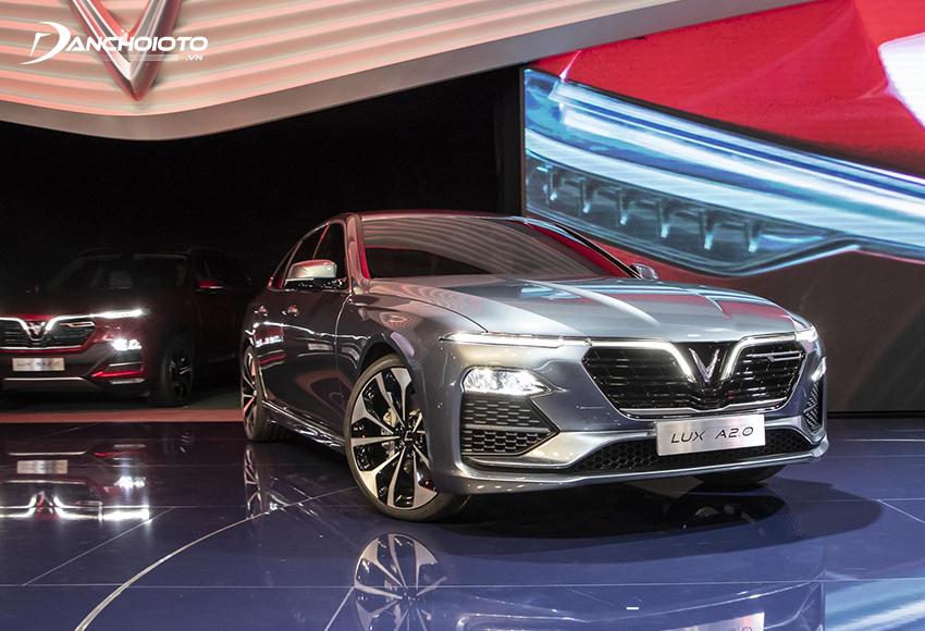 VinFast Lux A2.0 dù là xe sedan hạng E nhưng lại có giá hấp dẫn ngang ngửa với xe hạng D