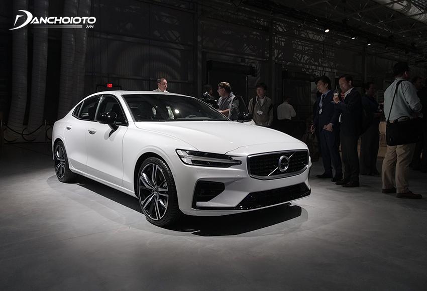 Volvo S60 là mẫu xe sedan hạng sang cỡ nhỏ có thế mạnh về hệ thống an toàn