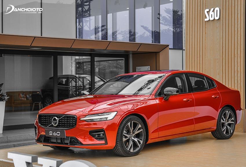 Volvo S60 thuộc phân khúc sedan hạng sang cỡ nhỏ