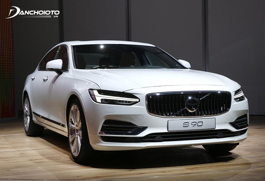Volvo S90 nổi tiếng khi là mẫu xe sedan hạng sang an toàn nhất