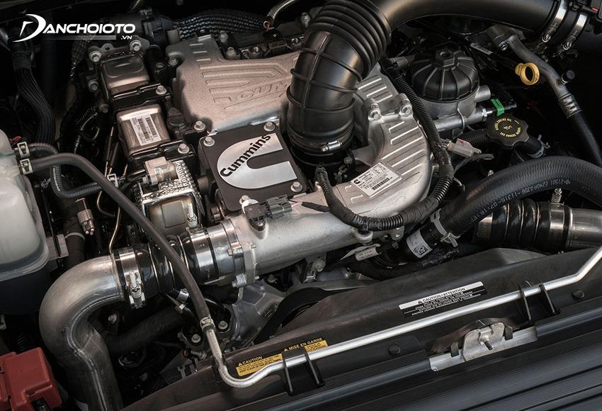 Xe ô tô máy dầu cũ khoẻ, có sức kéo tốt và khả năng tải nặng cao hơn xe máy xăng