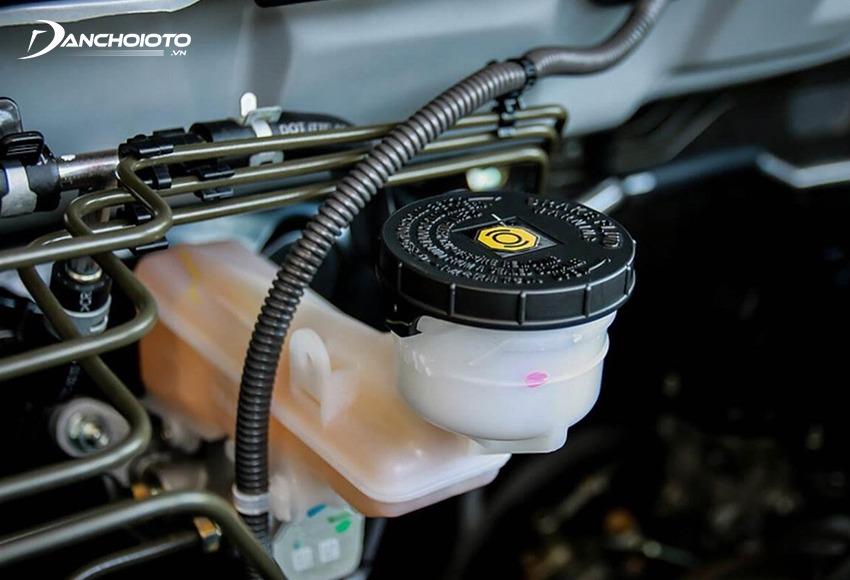Dầu phanh ô tô là hạng mục quan trọng cần kiểm tra định kỳ