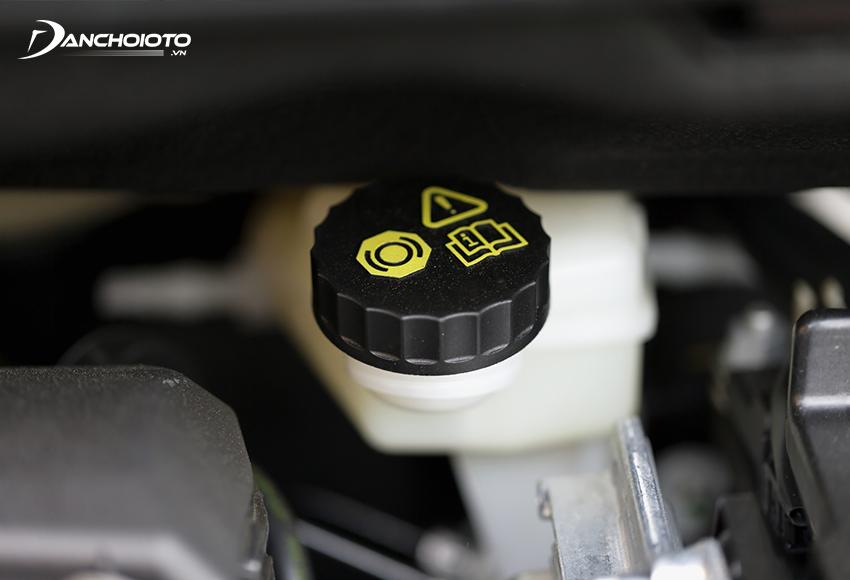 Dầu phanh ô tô thường có đặc tính hút ẩm mạnh