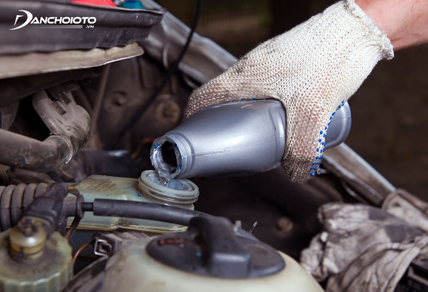 Kiểm tra và châm thêm dầu phanh ô tô lần cuối
