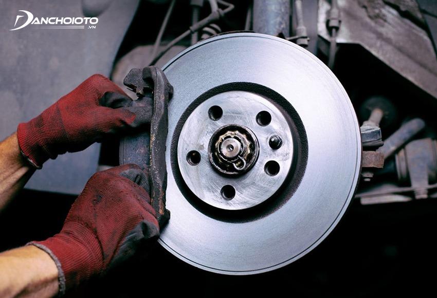 Nên kiểm tra và bảo dưỡng phanh ô tô định kỳ sau mỗi 50.000 – 100.000 km