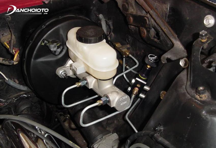 Xy lanh chính gặp trục trặc, hỏng hóc nặng sẽ khiến xe bị mất áp suất dầu thắng