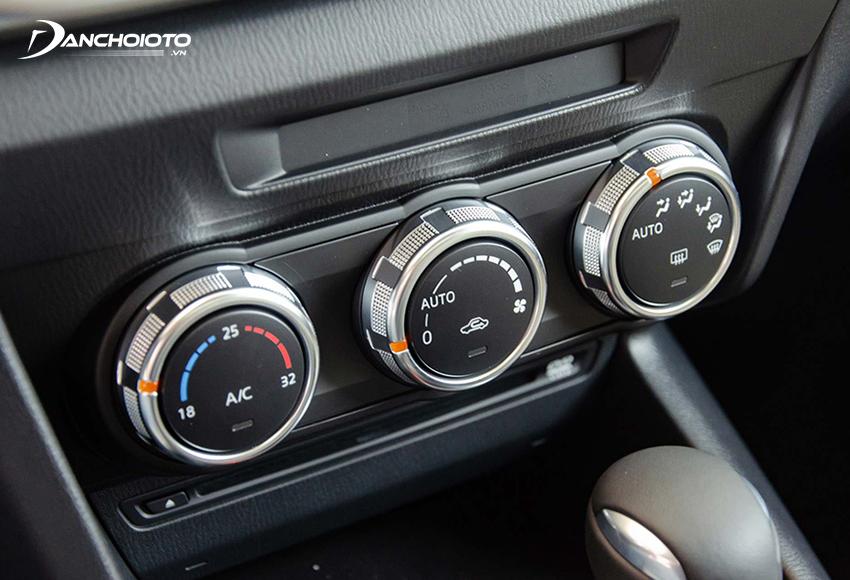 Bảng điều khiển điều hoà ô tô