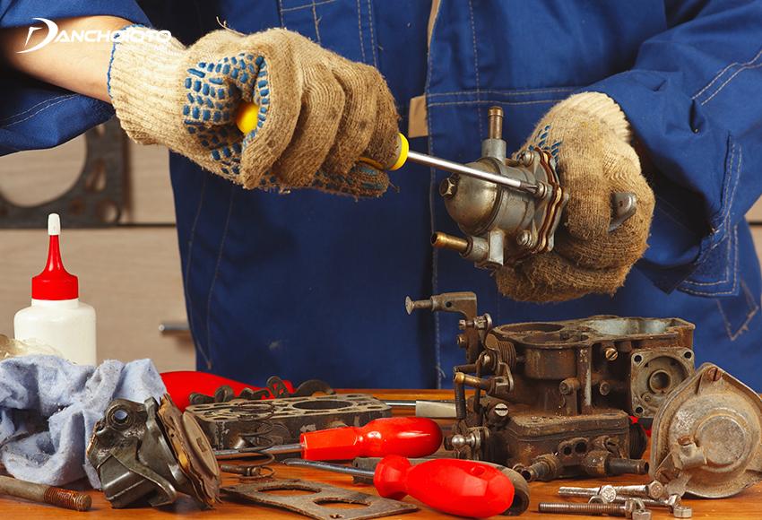 Bơm xăng có thể bị lỗi do bị bám bẩn, hao mòn hay làm việc quá tải