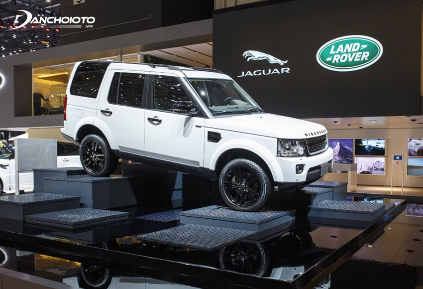 Các dòng xe Land Rover nổi tiếng với khả năng off-road vượt trội