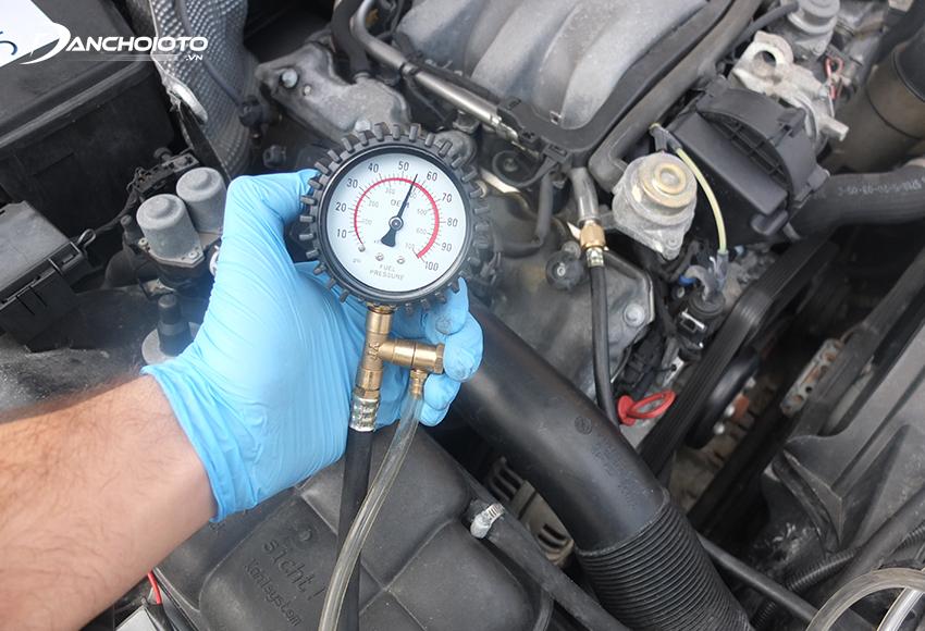 Cách tốt nhất để kiểm tra lỗi bơm xăng đó là kiểm tra áp suất bơm xăng xe