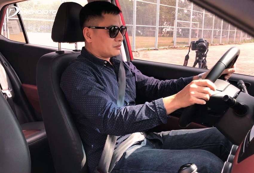 Chỉnh vô lăng gật gù sao cho có được tư thế ngồi lái xe chuẩn nhất
