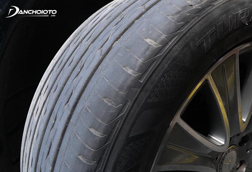 Đánh lái chết dễ khiến lốp trước mòn nhanh hơn lốp sau