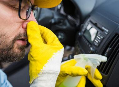 Điều hoà ô tô có mùi hôi