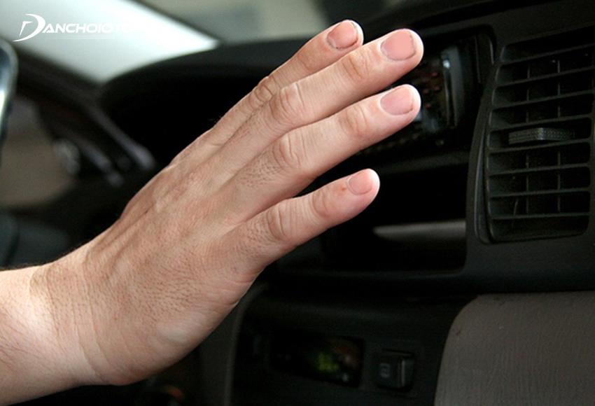Điều hoà ô tô không mát sâu có thể do phin lọc gas điều hoà gặp vấn đề