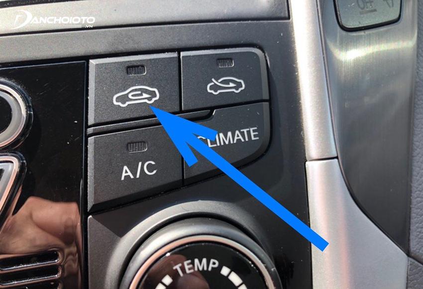 Hệ thống điều hòa ô tô có 2 chế độ lấy gió: lấy gió trong và lấy gió ngoài