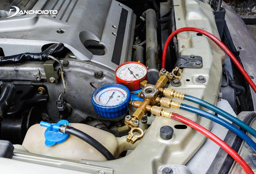 Khi điều hoà ô tô bị thiếu gas lạnh sẽ dẫn đến tình trạng điều hoà ô tô không mát sâu thậm chí không mát