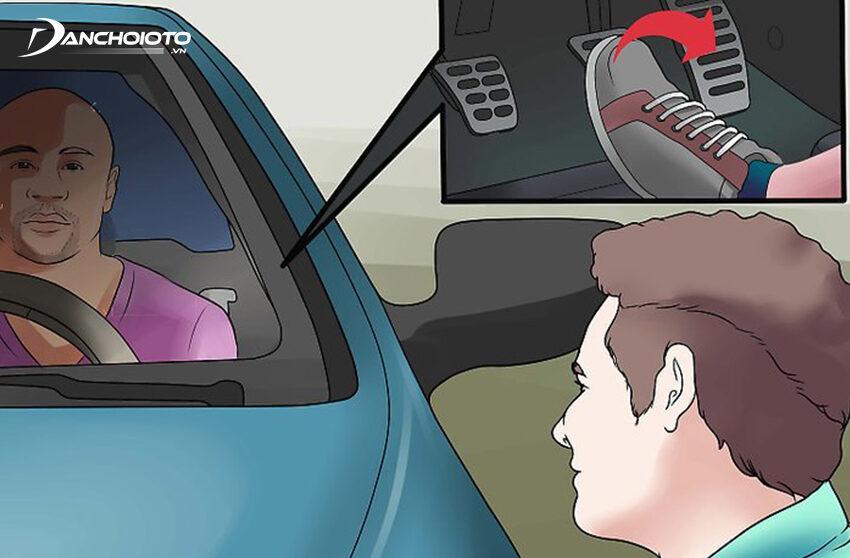 Khởi động động cơ xe