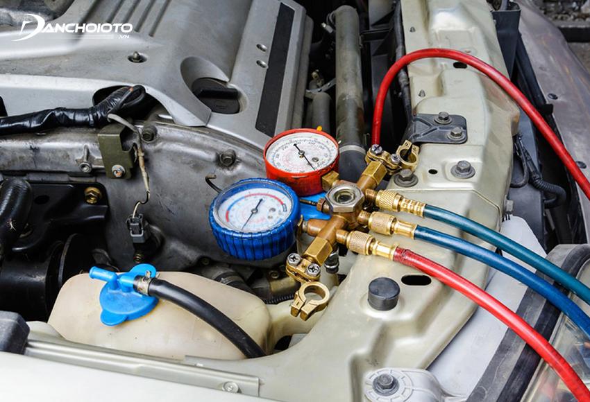 Nạp gas điều hoà ô tô kém chất lượng là một trong các nguyên nhân chính gây hỏng hóc ở lốc máy lạnh
