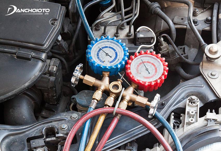 Nên kiểm tra gas điều hoà ô tô định kỳ sau 1 năm hoặc sau 20.000 – 30.000 km vận hành