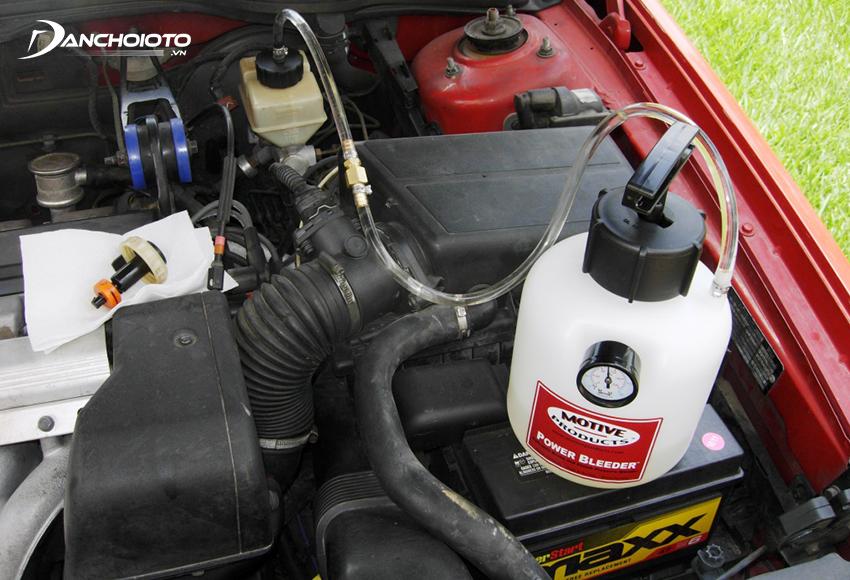 Nên thay dầu côn xe ô tô định kỳ sau mỗi 20.000 – 40.000 km