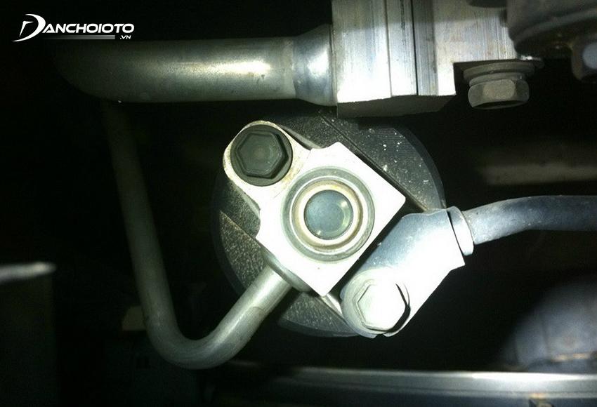 Nếu không có đồng hồ đo ga lạnh có thể kiểm tra ga bằng cách xem mắt ga trong hệ thống lạnh