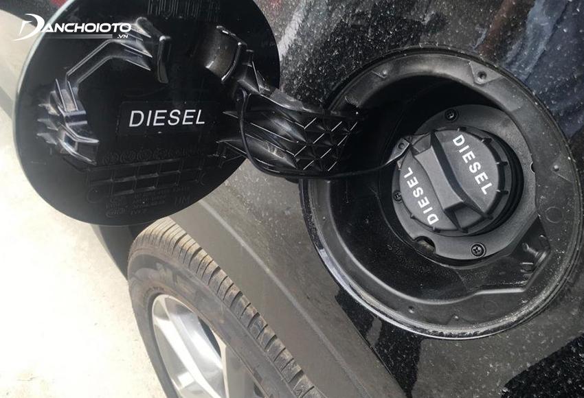 Nếu nắp bình nhiên liệu không được đậy kín xe cũng sẽ báo lỗi Check Engine