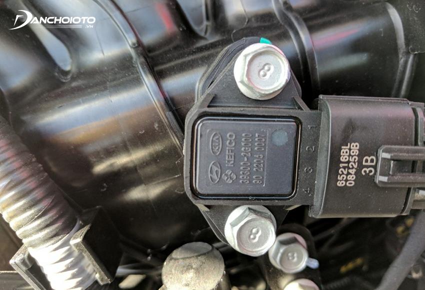 Nếu phát hiện cảm biến lưu lượng khí nạp bị lỗi biểu tượng đèn Check Engine sẽ bật sáng để thông báo