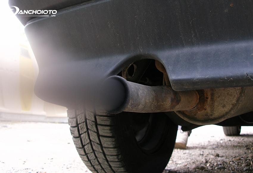 Sử dụng nhiên liệu kém chất lượng sẽ khiến xe bị thải khói đen