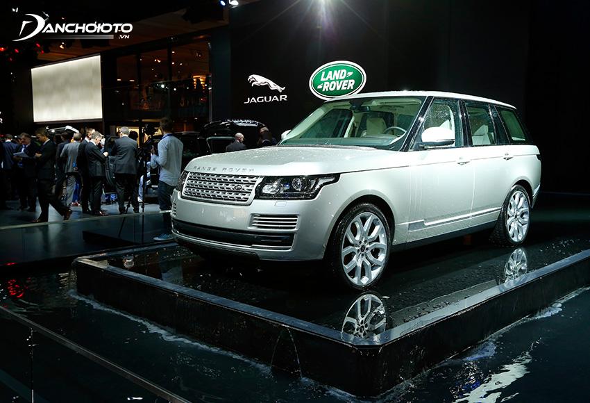 Land Rover Defender là mẫu xe SUV 5+2 chỗ hạng sang cỡ nhỏ mang phong cách xe việt dã