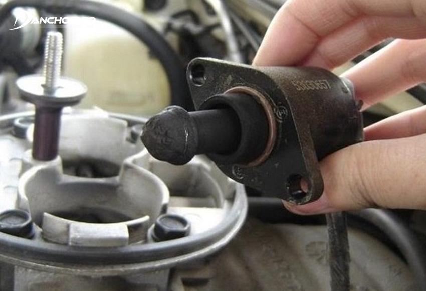 Van không tải có vần đề là nguyên nhân thường gặp nhất của hiện tượng vòng tua máy tăng cao khi xe chạy garanti