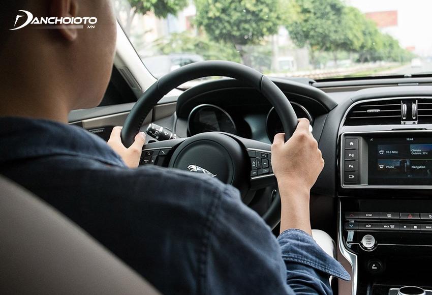 Vô lăng là bộ phận trực tiếp tiếp nhận sự điều khiển của người lái