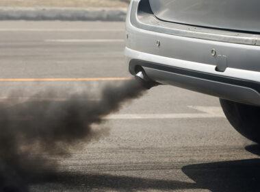 xe ô tô ra khói đen