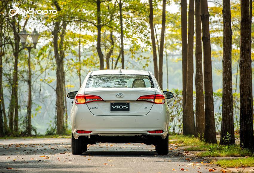 Đuôi xe Toyota Vios 2021 giữ nguyên thiết kế từ bản tiền nhiệm