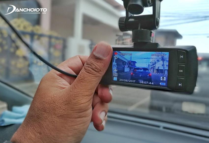 Hình ảnh từ camera hành trình ô tô có thể sử dụng làm bằng chứng phân định đúng sai khi xe bị va chạm, tai nạn