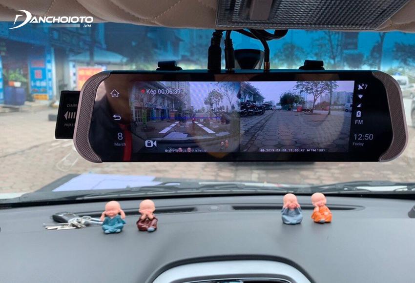 Hình ảnh từ camera hành trình xe có thể hỗ trợ người lái mở rộng tầm quan sát, giải phóng được các góc khuất, điểm mù