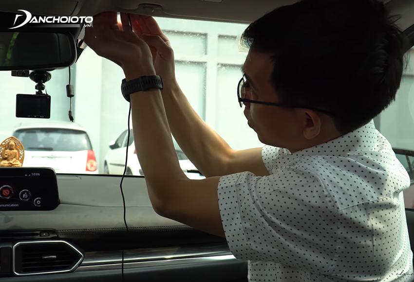 Khi lắp camera hành trình ô tô nên đấu nối trực tiếp với nguồn điện bên trong xe