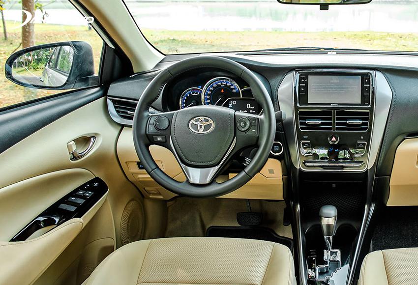 Khu vực lái Toyota Vios 2021 không thay đổi so với trước