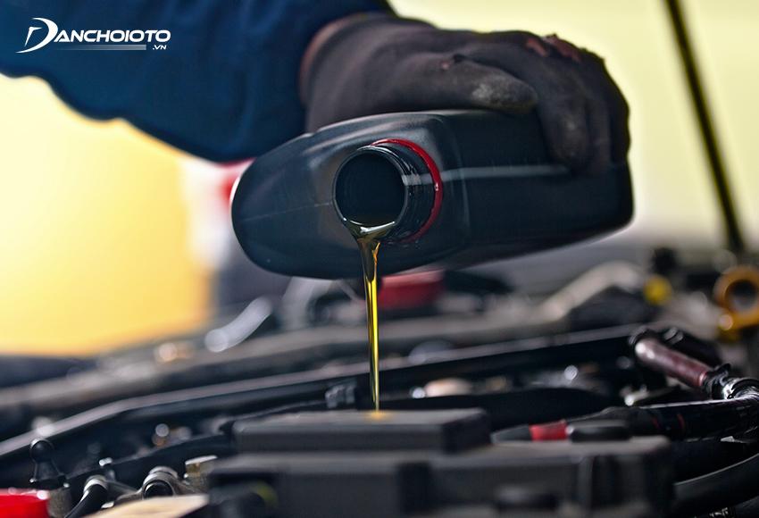 Nên thay dầu nhớt ô tô sau 3.000 – 5.000 km vận hành hoặc 3 tháng