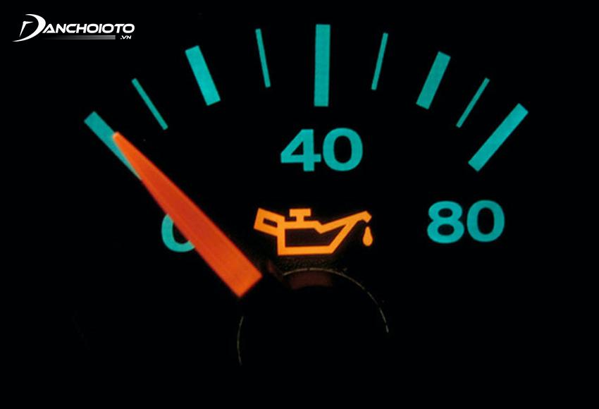 Nếu áp suất dầu tăng cao hoặc giảm thấp bất thường là dấu hiệu cho thấy hệ thống bôi trơn đang có vấn đề