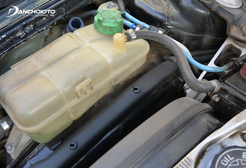 Xe thiếu nước làm mát là một trong các nguyên nhân xe bị nóng máy thường gặp nhất