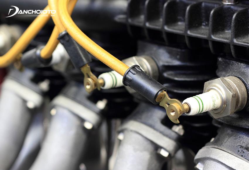 Bô bin đánh lửa hoặc bugi bị lỗi có thể gây tình trạng bỏ máy, tạo tiếng gõ trong máy