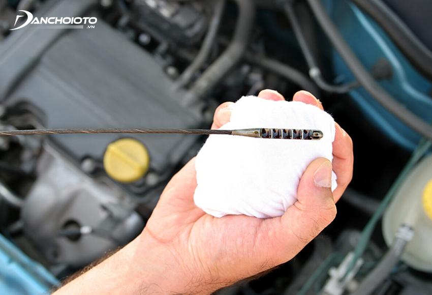 Dầu nhớt bị xuống cấp sẽ bị giảm khả năng bôi trơn, dẫn đến máy nóng hơn, xe ô tô hao xăng hơn