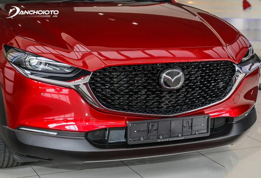 Đầu xe Mazda CX-30 2021 cuốn hút với lưới tản nhiệt hoạ tiết tổ ong bắt mắt