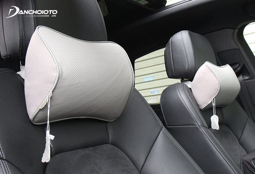 The young rubber car headrest is light weight, cheap price, and doesn't have the smell of rubber when you first buy it