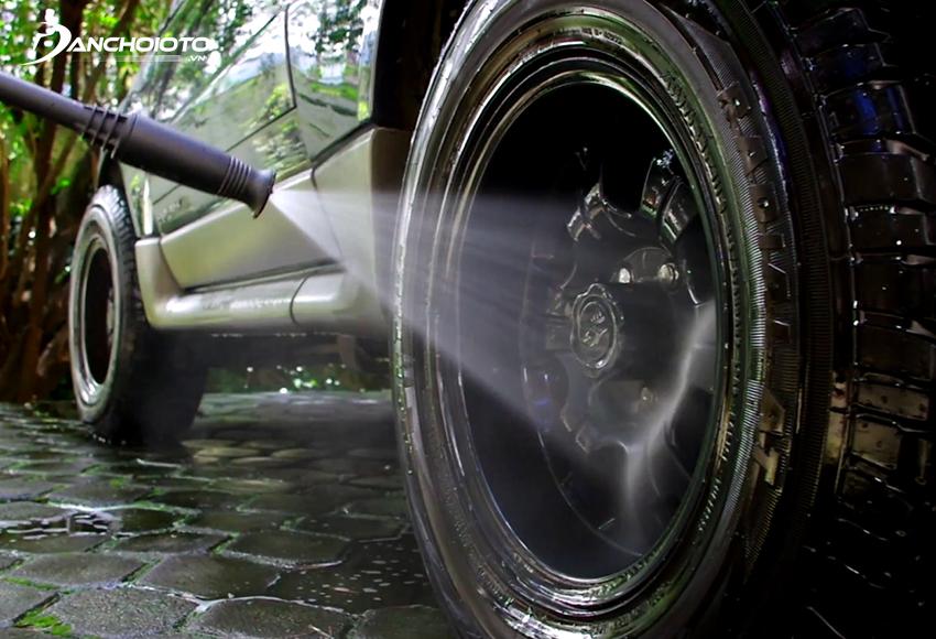 Khi mua máy rửa xe gia đình nên chú ý đến áp lực phun và lưu lượng phun nước tối đa